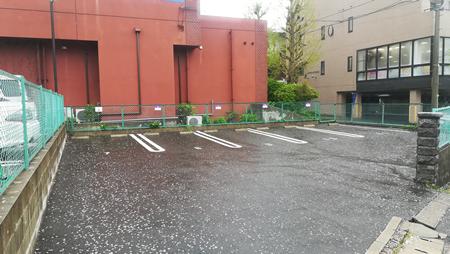 とみた内科クリニック 小笹北公園向かい駐車場